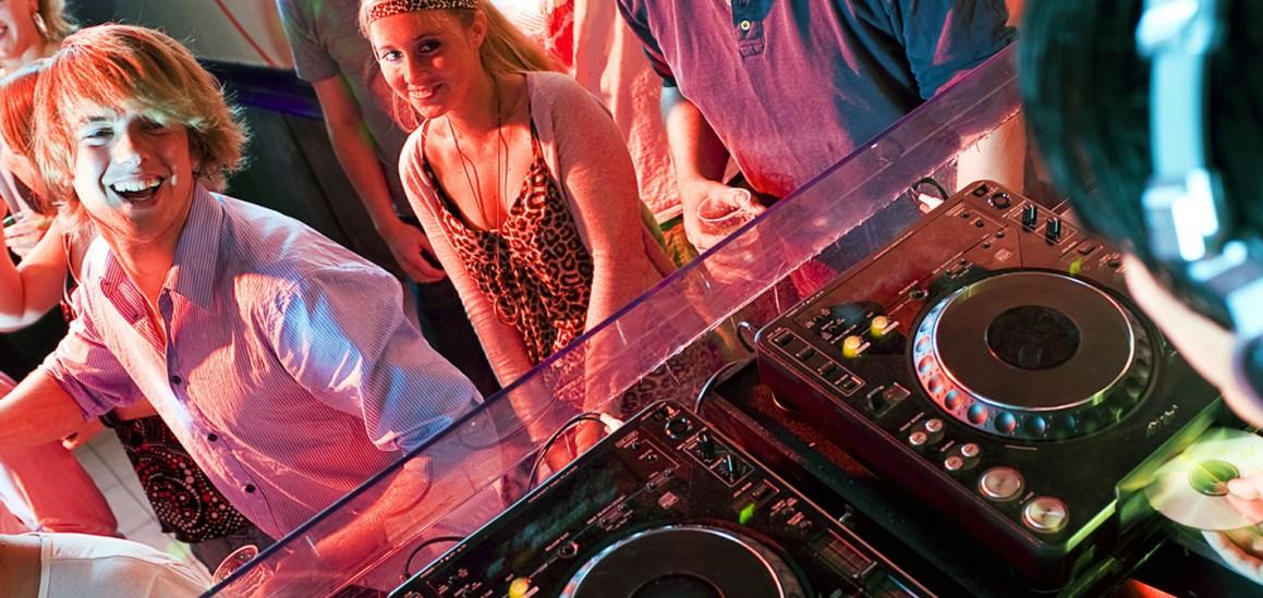 Comidas y Cenas Baile · Cumpleaños y Aniversarios · Bautizos y Comuniones · Graduaciones y Celebraciones · Despedidas · Fiestas Navideñas · Fiestas Temáticas · Karaoke